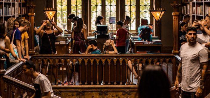 A regular scenario inside a library.